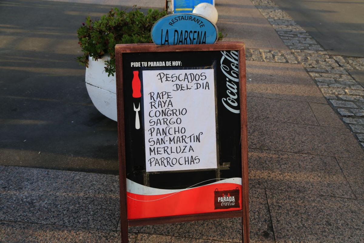 Cartel de un restaurante en Luarca