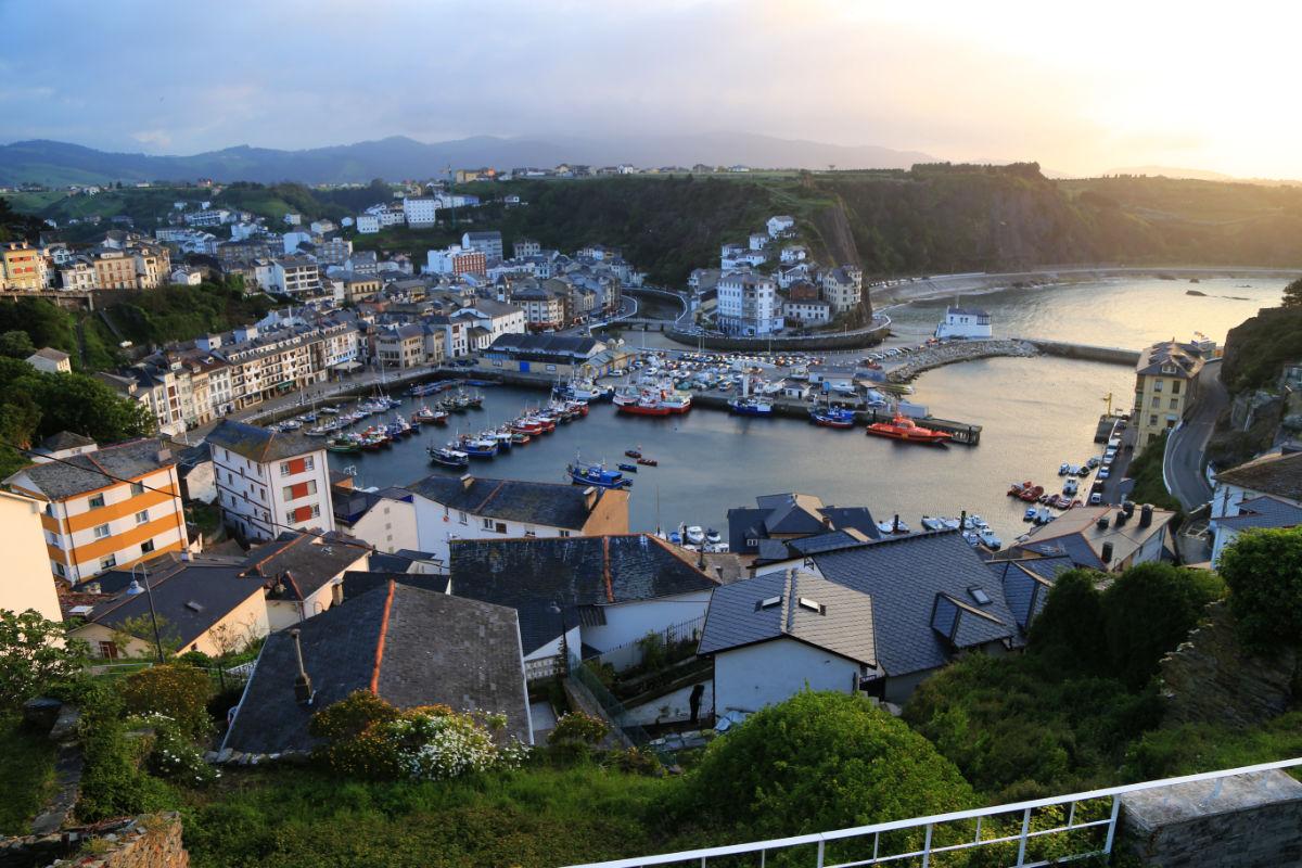 Luarca - vista al pueblo y puerto